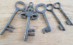 Ornamental key set