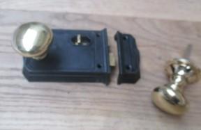 Large Rim Latch Black Antique & Victorian Round Rim Brass Set
