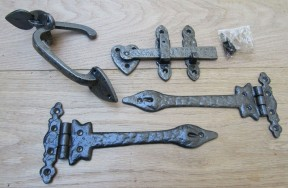 "Set of 9"" Leaf hinge + 7"" Thumb Latch Antique Iron"