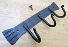 3 Hooks Plain Kitchen Rack Black wax
