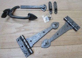 "Set of 12"" Spear head Cast Iron Hinges + 7"" Thumb Latch Antique Iron"