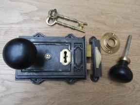 Davenport Rim Lock Antique Iron & Plain Bun Ebony + Brass Set