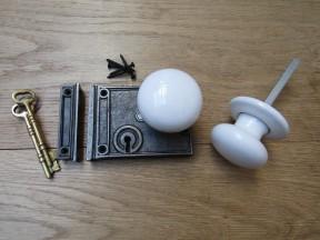 Horizontal Rim Lock Antique Iron & White Ceramic Set