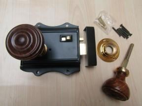 Olde Latch Black & Bun Rimmed Teak + Brass Set