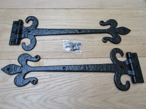 "Pair of 18"" Fleur de lys with curls hinges Black Antique"