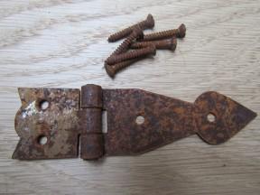 Pair Of Arrow Head Cabinet Hinges Rust