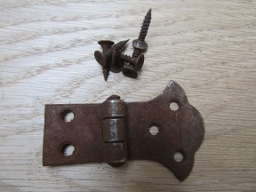 Pair of Unequal Butterfly Hinges rust