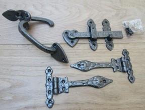 "Set of 6"" Leaf hinge + 7"" Thumb Latch Antique Iron"