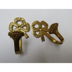 Traditional Bow Curtain Hook