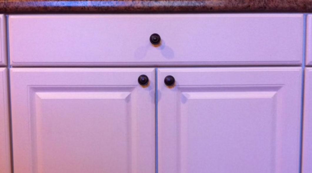Install a cabinet pull knob - Finish