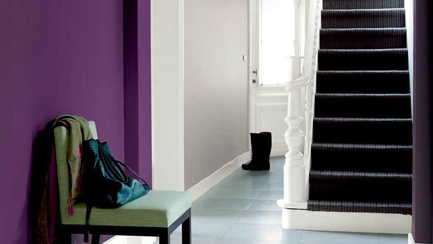 Use colour on your accent walls in your entryway for greater visual impact